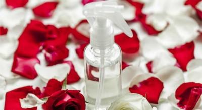 agua de rosas para la cara